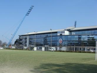 Kunstrasenplatz vor dem Stadion Foto 2